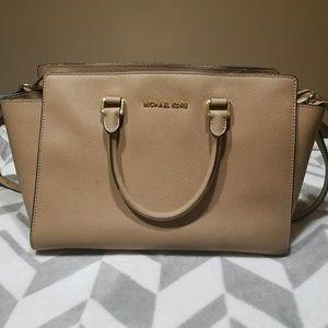 Micheal Kors Medium Bag